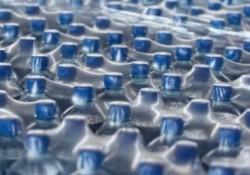 Acqua di plastica
