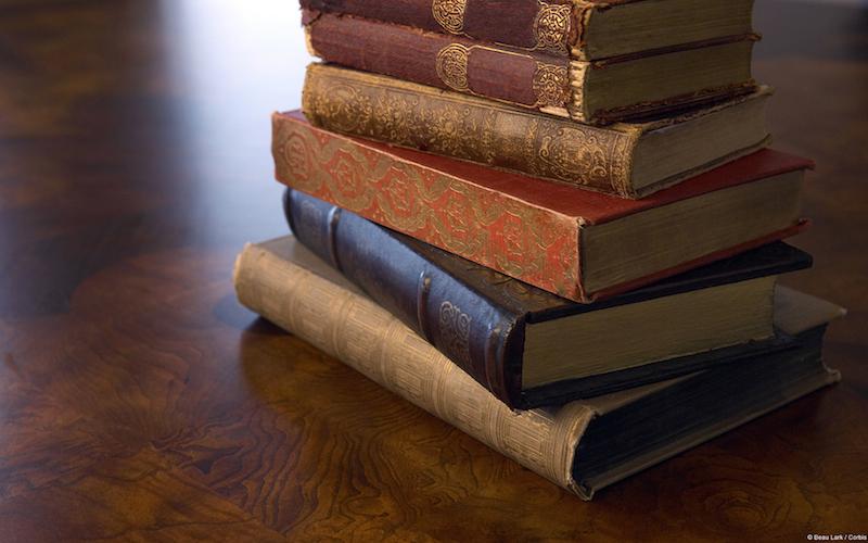 Libri su scrivania - Sfondi desktop libri