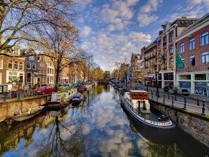 I canali di Amsterdam tra storia, cultura e innovazione