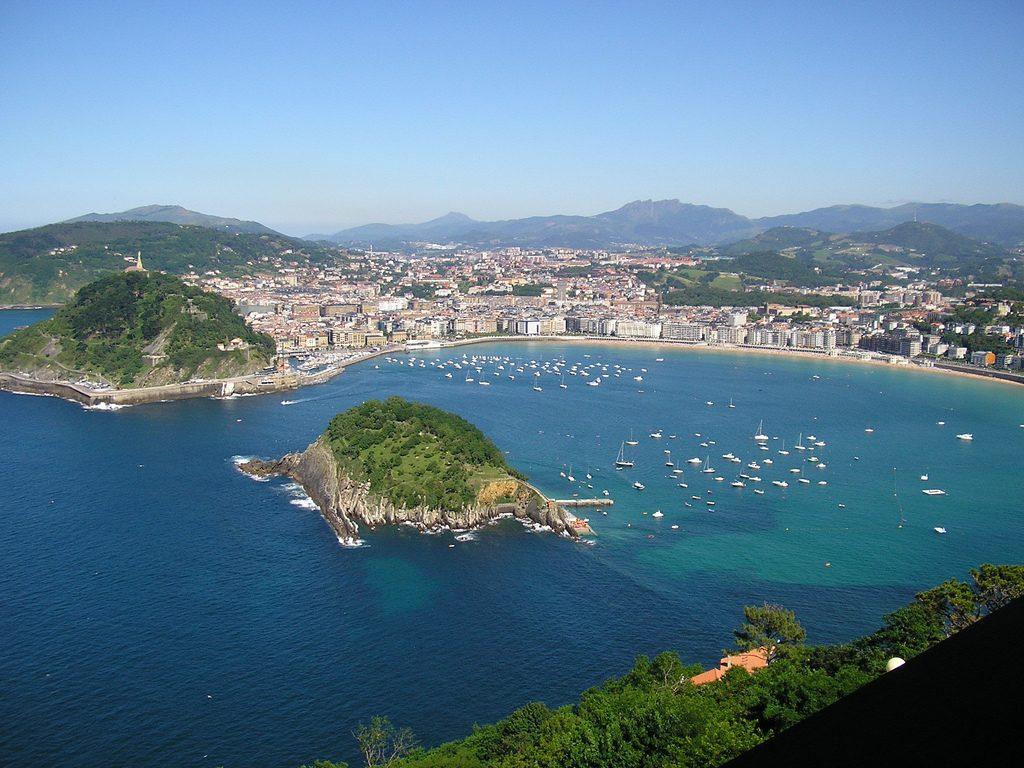 Meravigliosa veduta della Baia de La Concha a San Sebastián