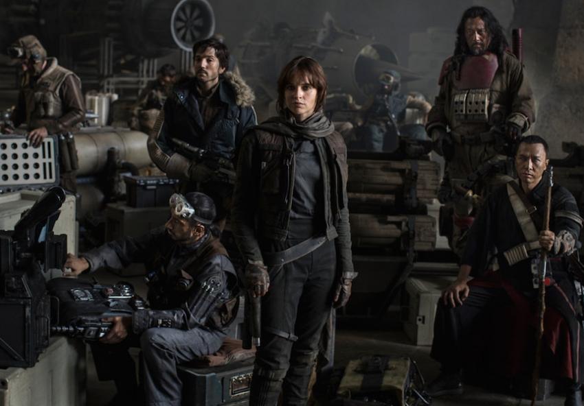 Star Wars - Rogue One. Lunghe file al cinema oppure comodo sul divano