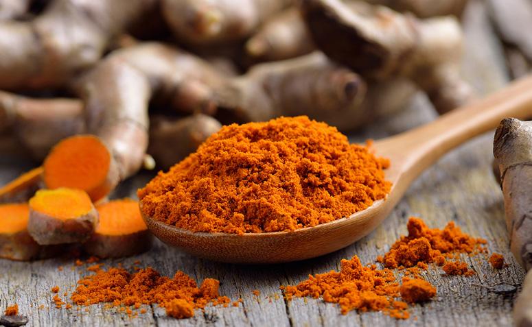 La Curcumina è il pigmento naturale della curcuma che le dà il suo caratteristico colore giallo curry