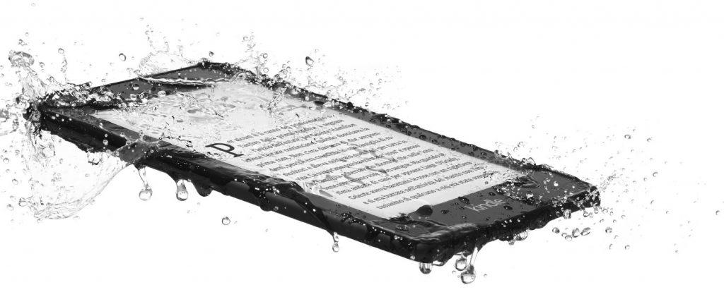 Con il nuovo Kindle Paperwhite resistente all'acqua potrai letteralmente immergerti nella lettura